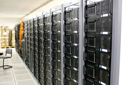 Pilas de servidores en data center