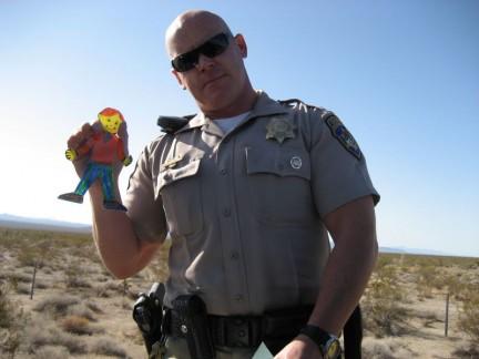 Imagen de un policía poco serio